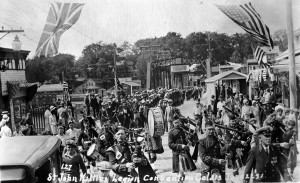 1931-legion-covention-bagpipers-on-bridge