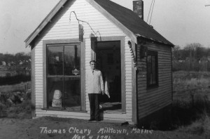 thomas-cleary-barber-milltown-maine-1941