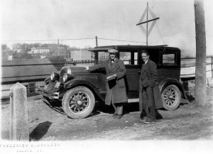 1930, 2 gents and car in Hog Alley, Union Street